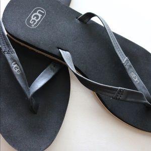 Simple UGG Flip Flops
